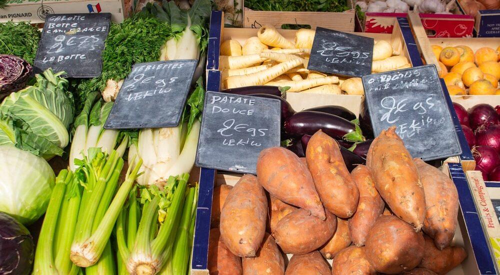 Légumes sur étalage au marché de Salbris