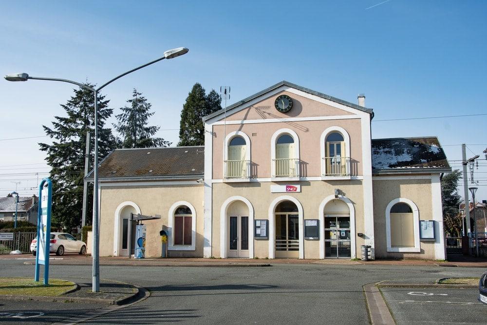 Vue façade gare de Salbris